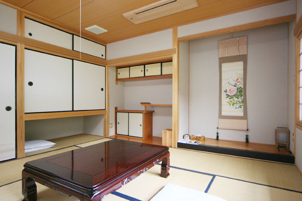 Relaxing Japanese-style rooms