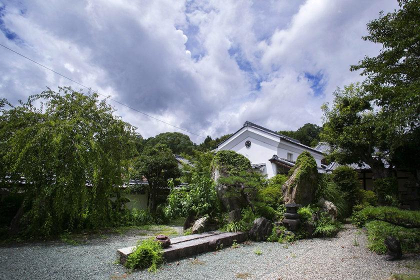 The spacious Nakahaga residence garden