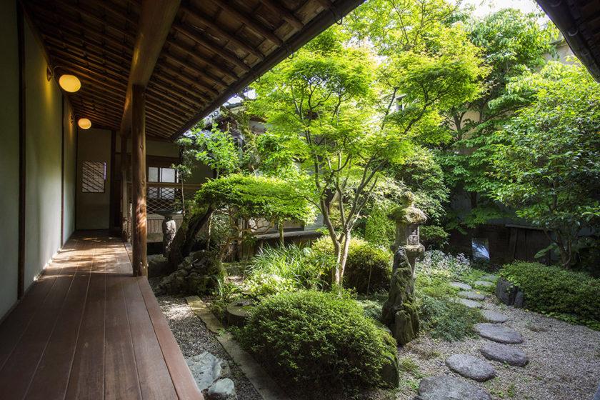 Feel the changing season in the quiet garden courtyard