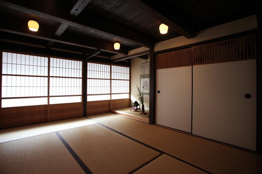 Big, relaxing tatami guest rooms