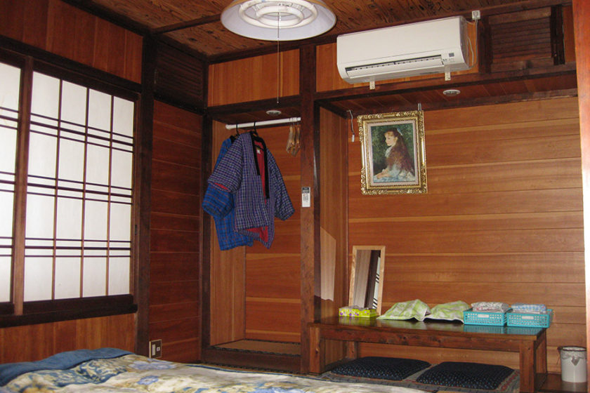 It has 8 Japanese-style rooms