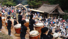 There are many events like Taiko drum performances to stir up the festival mood.